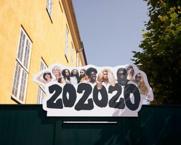 For its spring/summer 2021 collection Ganni does not present a runway show as usual, but instead shows an exhibition and a video. Both formats are part of Ganni 202020, the international creative collective that has developed into an open exhibition.