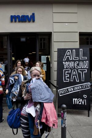 'All you can eat' - store initiative by Mavi in Berlin