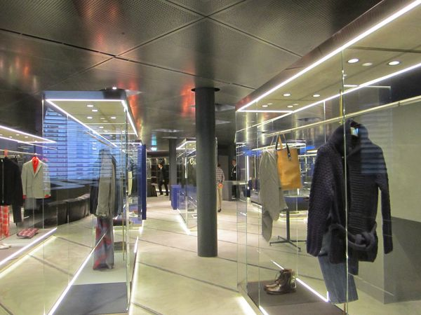 Stories coin group opens excelsior department store for Tiffany excelsior milano