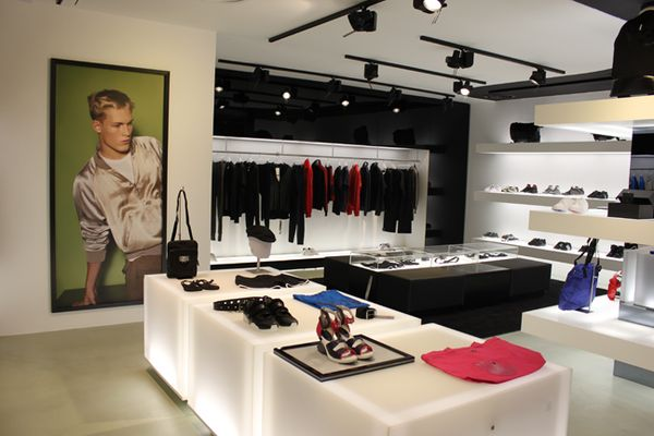 In the newly created space customers are able to enjoy the full Y-3 shopping-experience in 90 smq that are aligned with the brand's global signature retail concept.
