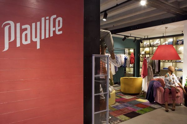 Playlife seeks authenticity and originality, which they find in their offered clothing collections and various accessories.