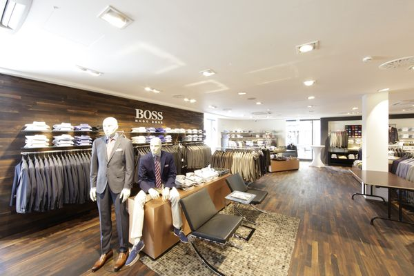 Shopfitter Schweitzer cared for a clean and classy store design.