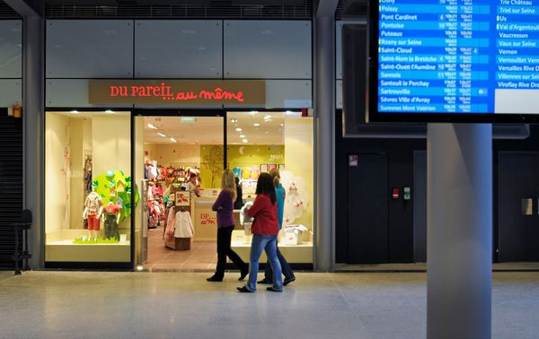 The 10,000 sqm retail area offers 80 stores. © SNCF-AREP, photo by M. Vigneau.