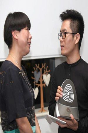 Vogue China Editor-in-Chief Angelica Cheung congratulates finalist Ban Xiao Xue