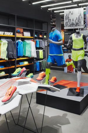 el viento es fuerte complemento sistemático  Stories: Nike opens in Basel with football stars