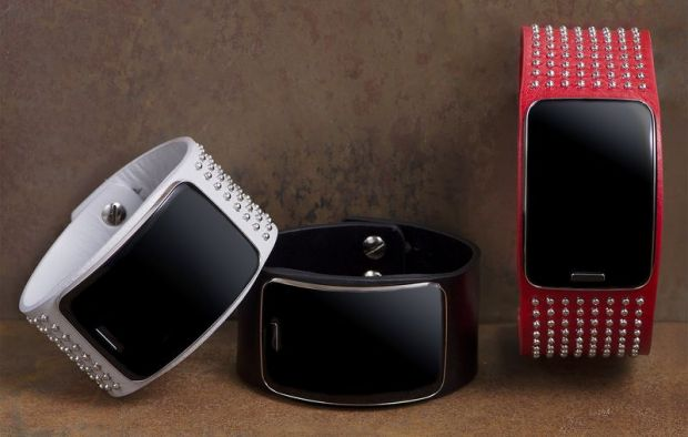 Diesel Black Gold's interpretations of the Samsung Gear S