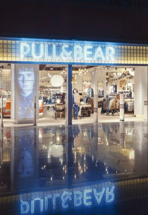 Front view of a Pull&Bear store