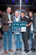 Jonathan Christopher receiving the €10,000 check during the ceremony