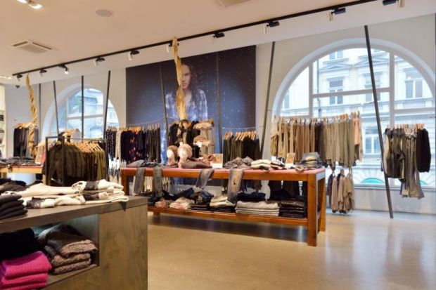 Light atmosphere at the younger Jeans by Kaltenbach store