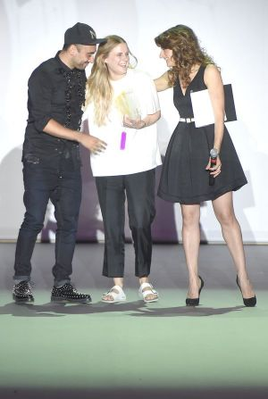 Nicola Formichetti with award winner Zoe Waters (m.) and host