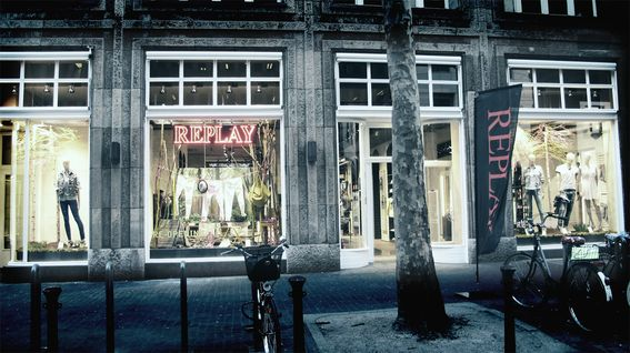 Replay store on Düsseldorf's popular Heinrich-Heine-Allee