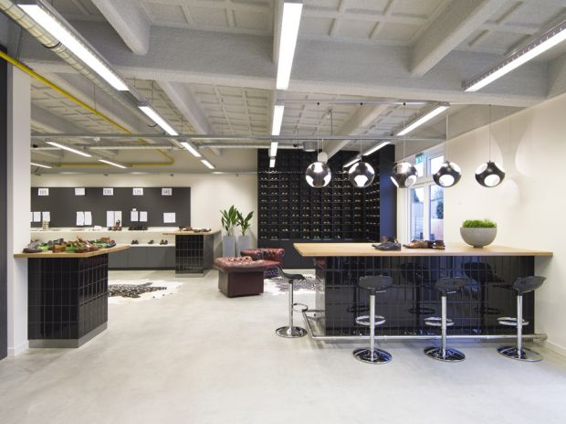 re-designed HQ of Floris van Bommel
