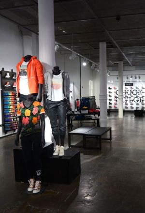 Represalias Aterrador Repelente  Stories: Converse reopens its largest flagship store in SoHo, New York
