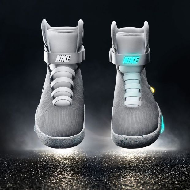 "Nike Mag's ""power laces"""