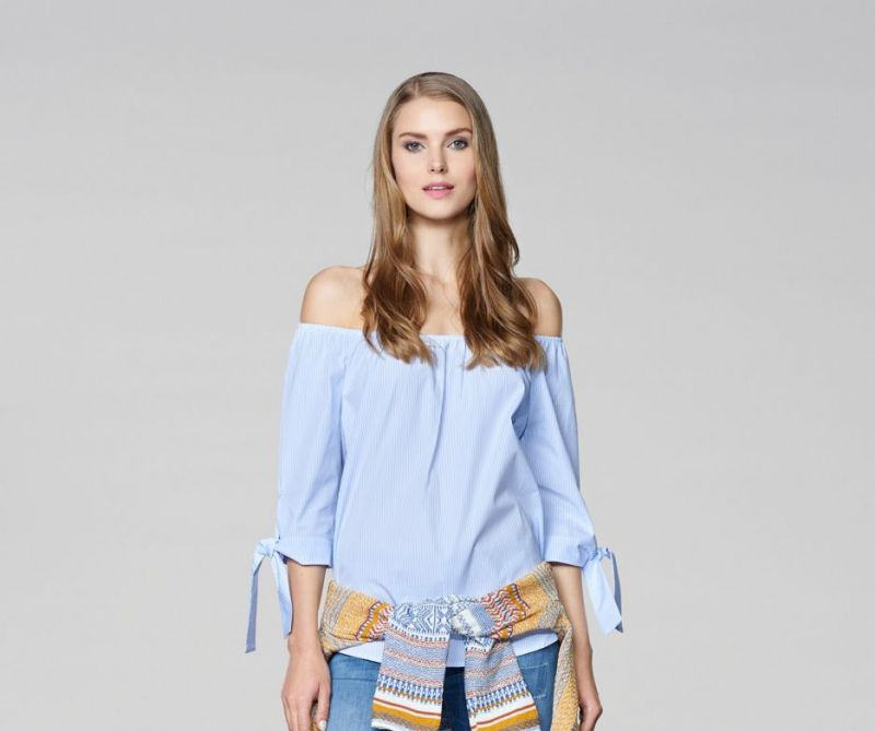 Off-the-shoulder tops will be big also in spring/summer'17.