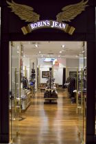 Robin's Jean store front