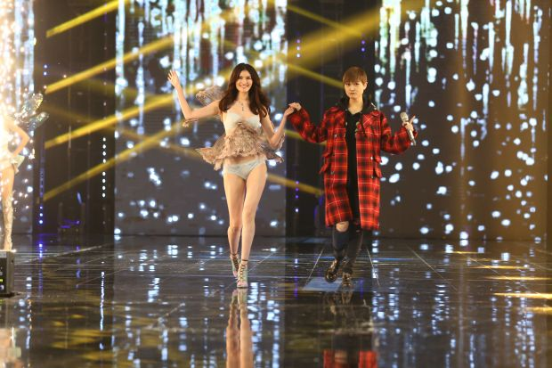 Victoria's Secret model He Sui walks down the stage at Alibaba's 11.11 Global Shopping gala.