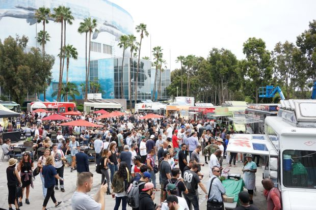 Food trucks at Agenda