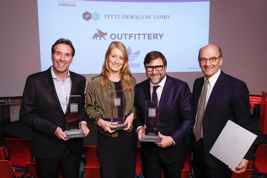 Winand Krawinkel (Adidas), Julia Bösch (Outfittery), Claudio Marenzi and Raffaello Napoleone (Pitti Uomo) with their awards