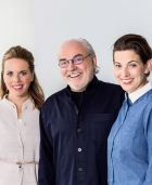 Shoemaker family: Bernd Hummel with his daughters Julia (l.) and Anne-Katrin