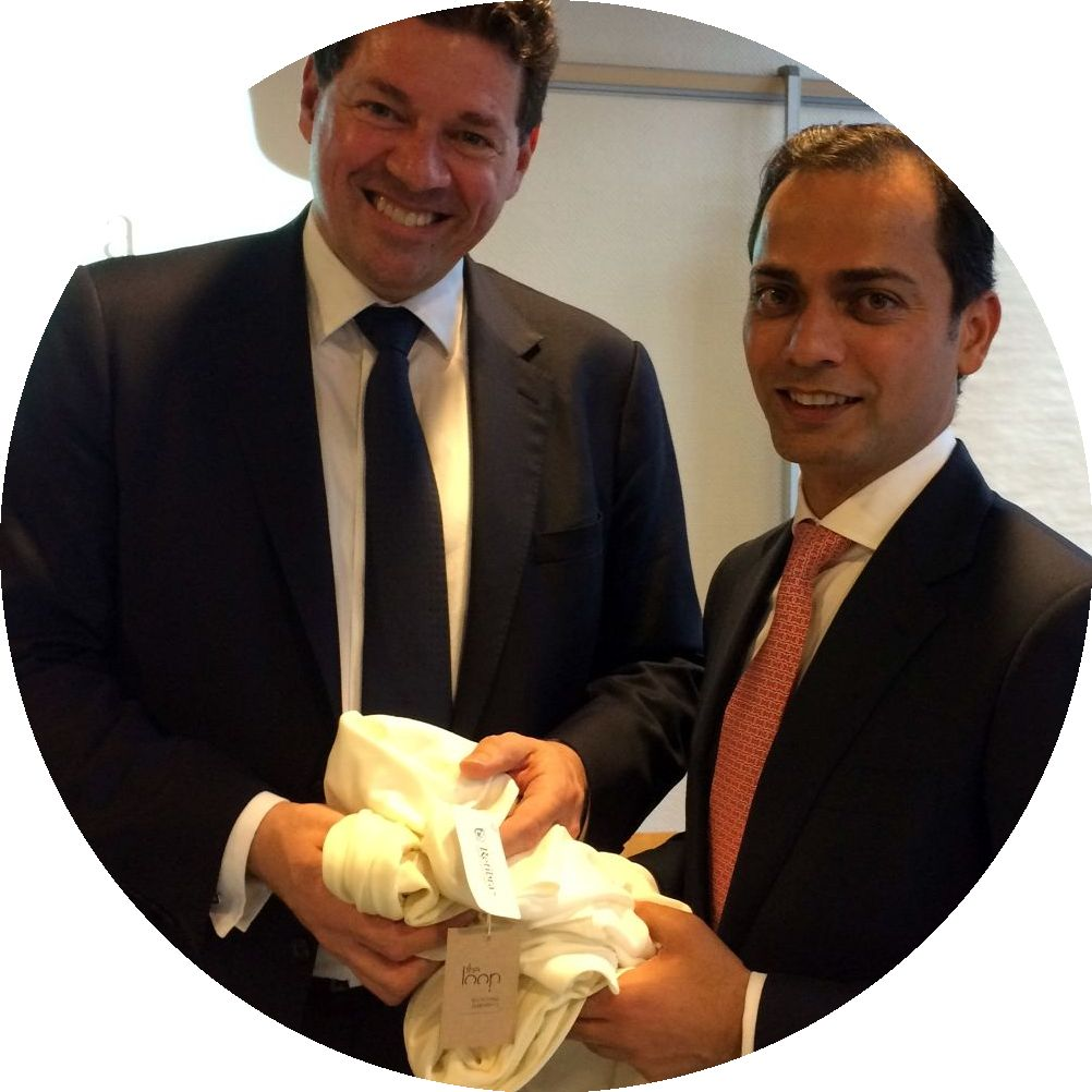 Lenzing managers Robert van de Kerhof (l.) and A. Gautam showing a piece of jersey made with Refibra