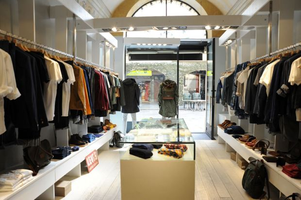 Located in the heart of Parma, Olivier offers upper casual and premium denim apparel.