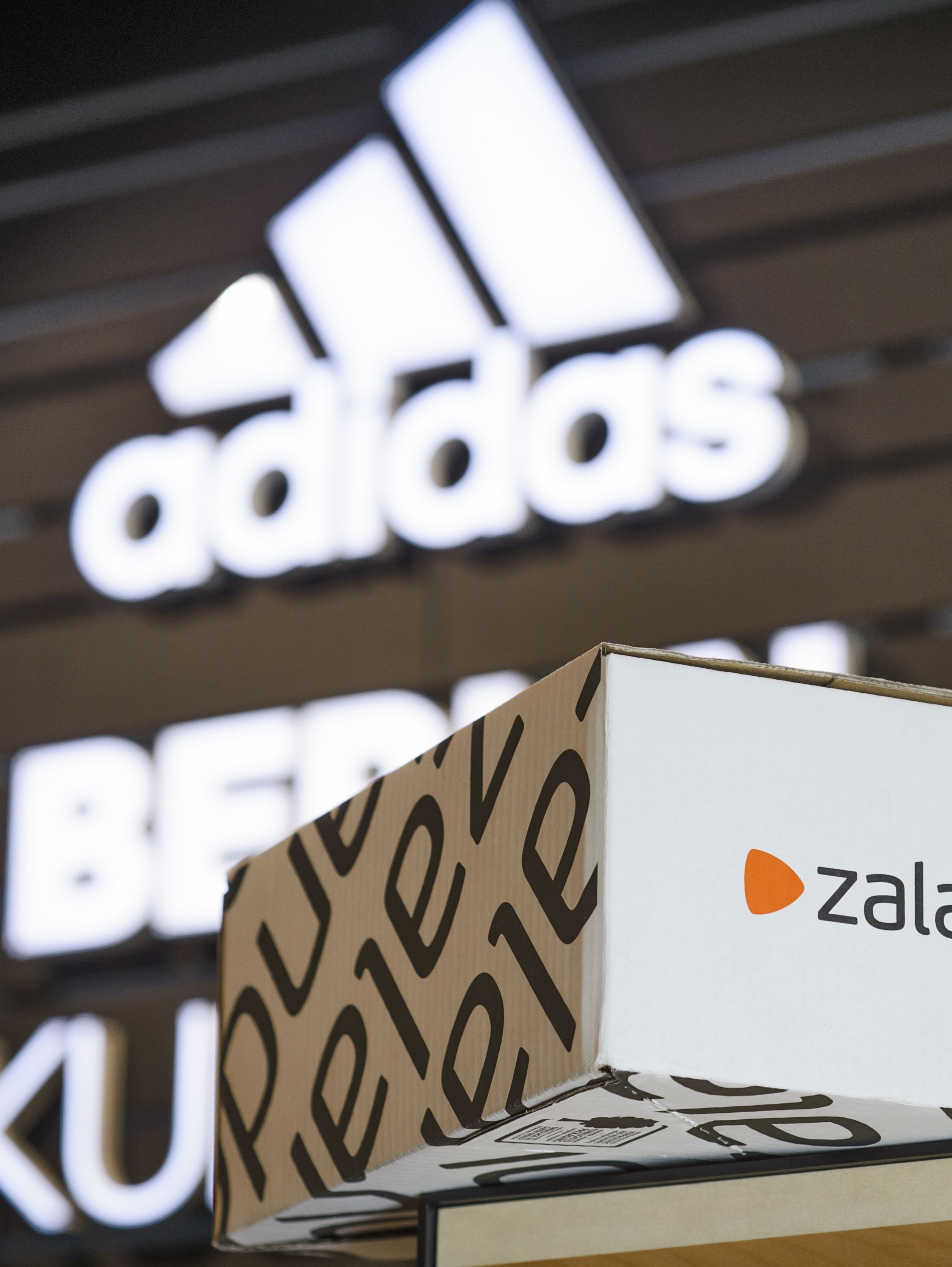 Zalando invests into offline business