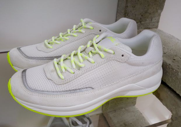 Sneaker with yellow details by APC