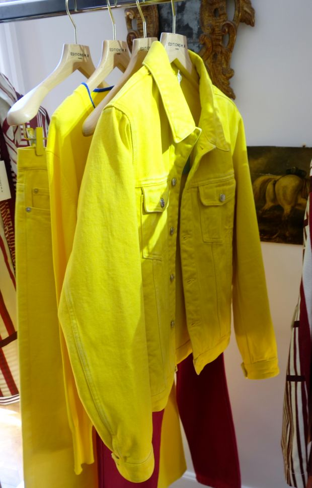 Yellow jacket by Editions M.R.