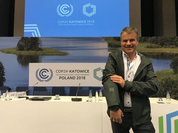 Rüdiger Fox, CEO Sympatex Technologies, wears climate neutral bleed jacket