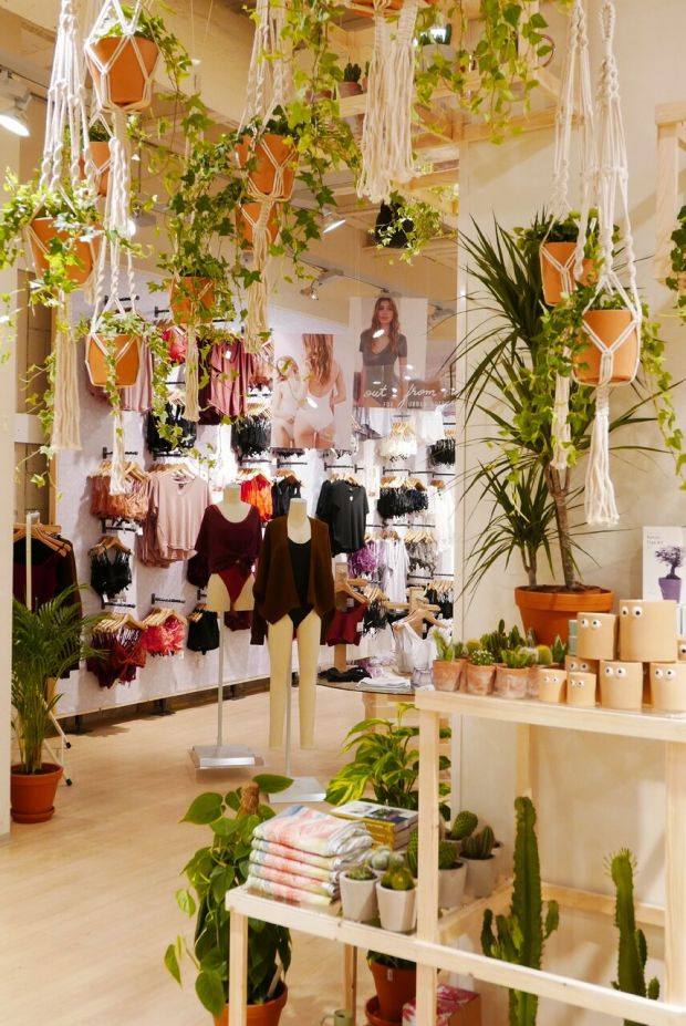 Open to new and growing categories: Lingerie and plants in the new UO Vienna store
