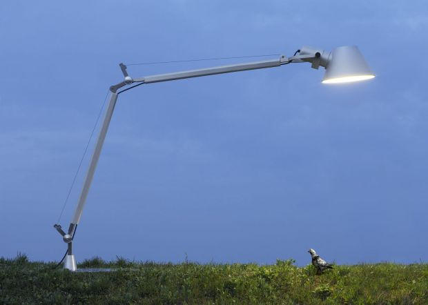 The Tolomeo desk lamp was designed in 1986