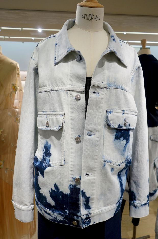 Denim acid bleaching