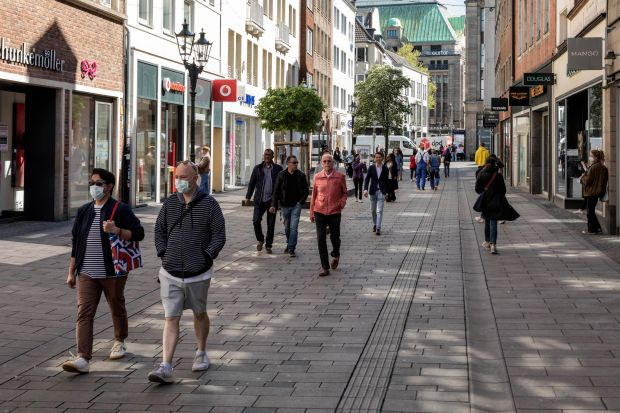 Current image of a pedestrian zone in Düsseldorf's old town
