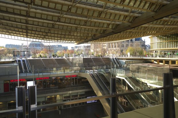 The Westfield shopping center Les Halles, where the shop L'Exception is also located, is still waiting for the government approval to open.