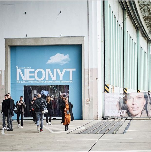 Neonyt entrance area